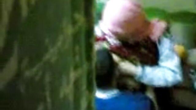 سكس بدون تسجيل  الجدة سكسي تركي رومانسي إلى خلع ملابسه أمام الكاميرا